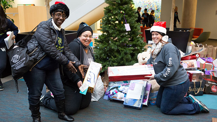 microsoft employees send 25 000 gifts to local non profit